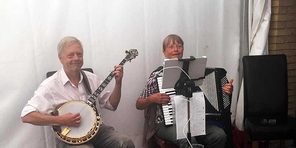 Baggrunds musikharmonika banjo violin sømandssange gårdsange spillemandsmusik  baggrundsmusik sølv- guldbryllup kulturarv høstfest julemusik