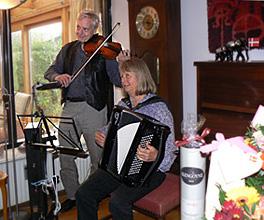 harmonika banjo violin sømandssange gårdsange spillemandsmusik spillemandsmusik  baggrundsmusik sølv- guldbryllup kulturarv høstfest julemusik