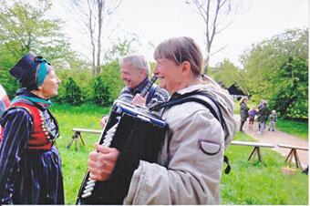 Gammeldaws harmonika banjo violin sømandssange gårdsange spillemandsmusik  baggrundsmusik sølv- guldbryllup kulturarv høstfest julemusik