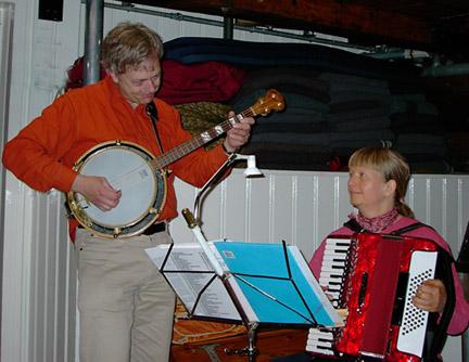 harmonika banjo violin sømandssange gårdsange spillemandsmusik  baggrundsmusik sølv- guldbryllup kulturarv høstfest julemusik
